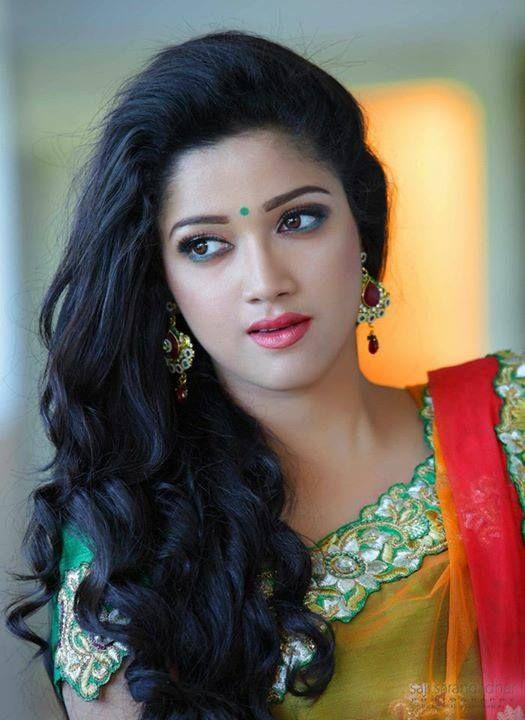 Abhirami Suresh Hot Looks In Saree - South Indian Actress-7172