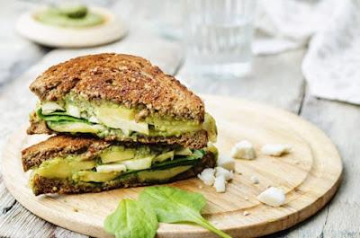 Sandwich aux haricots et aux avocats: recettes végétaliennes