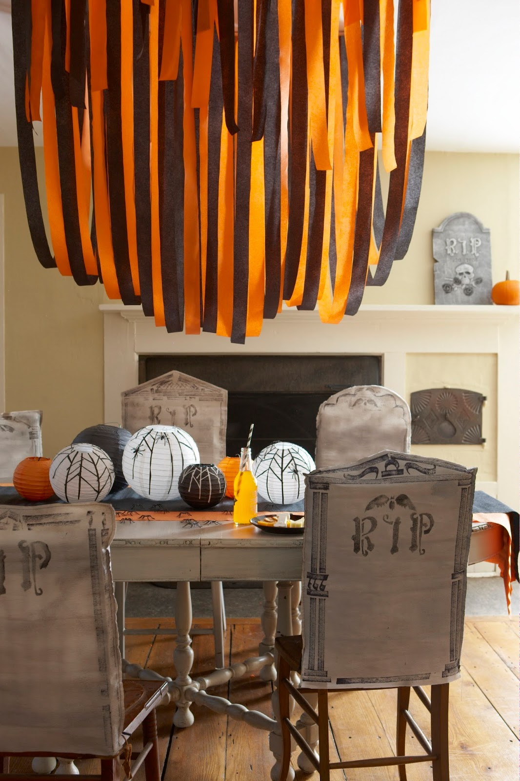 Halloween Entertaining. A spectacular Halloween is waiting for you courtesy of Williams-Sonoma's collections of Halloween entertaining items for the kitchen and table.