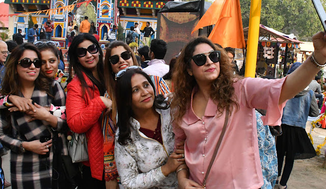 From selfie to the 33rd International Surajkund Crafts Fair, the tremendous craze of photography