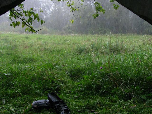 дождь и палатка