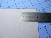 marcamos por dónde hay que poner el papel base de la tapa trasera del libro de firmas