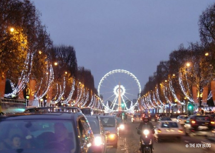 Champs Elysees at Christmastime | That One Time I Went to Paris // WWW.THEJOYBLOG.NET