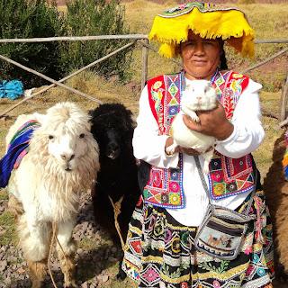 Feira de C´orao: O Cuye nas Mãos da Peruana