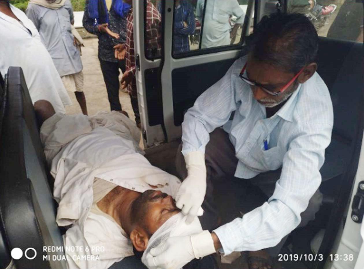 Jhabua News Accident-दुर्घटना में गंभीर घायल प्राथमिक स्वास्थ्य केंद्र झकनावदा रेफर