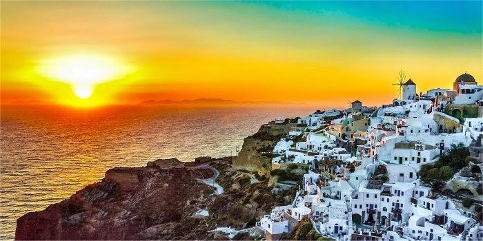 Ammirare Santorini al tramonto