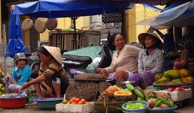 """Pasar Tradisional : """"Keberadaan dan manfaat yang ditinggalkan"""""""