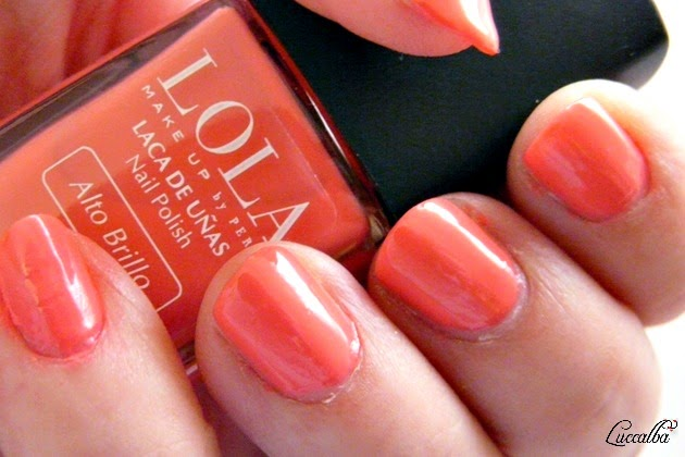 Swatch del esmalte Queen Prom de Lola Make Up