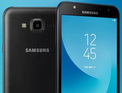 Spesifikasi Samsung Galaxy J7 Core   Smartphone ini hadir dengan layar seluas 5,5 inci beresolusi HD 720 piksel dan sudah menggunakan panel Super AMOLED, dimana lebarnya layar smartphone ini membuat aktivitas seperti menonton film, bermain game, atau browsing akan lebih nyaman. Selain itu, Samsung juga mengklaim jika panel layar Super AMOLED lebih hemat daya.   Untuk jeroannya, Galaxy J7 Core ditenagai oleh prosesor octa-core berkecepatan 1.6GHz 64bit yang dipadukan dengan 2GB RAM serta 16GB penyimpanan internal yang masih bisa diperluas menggunakan microSD hingga 256GB. Untuk sistem operasi yang dijalankan adalah Android Nougat, dimana Galaxy J7 Core memiliki fitur multi-window.  Untuk bagian fotografi, smartphone ini dibekali dengan kamera utama beresolusi 13MP dengan aperture f/1.9 yang cukup bagus untuk menangkap cahaya, sehingga membuat foto menjadi lebih terang. Sementara untuk selfie dapat menggunakan kamera depan beresolusi 5MP dengan aperture f/2.2 yang dilengkapi juga dengan LED flash. Smartphone 4G LTE ini juga dibekali dengan baterai sebesar 3000mAh, yang terbilang wajar mengingat layar yang diusung cukup besar. Untuk harganya, smartphone ini dibanderol seharga Rp2.699.000 dan tersedia dalam pilihan warna Black, Gold, dan Blue Silver.  Kelebihan   Sudah mendukung jaringan 4G LTE yang menawarkan akses internet super cepat saat digunakan untuk browsing atau sosial media. Memiliki layar berukuran lebar 5.5 inci Super AMOLED yang membuatnya sangat optimal saat digunakan untuk main game / menonton video. Berjalan pada sistem operasi Android v7.0 Nougat yang memberikan tampilan antar muka terlihat menarik.Kinerja prosesor cepat dengan mengunakan chipset RAM 2 GB yang dapat memberikan kelancaran saat digunakan untuk membuka / menjalankan banyak aplikasi secara bersamaan. Memori internal 16 GB yang masih dapat diperluas mengunakan slot microSD mencapai 256 GB yang dapat digunakan untuk mengoleksi berbagai aplikasi dan game. Kamera belakang 13 MP apeture f/1.9 ya