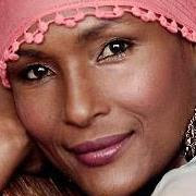 Waris Dirie é mais refugiada que surpreendeu e contribui muito para o planeta. Direitos das mulheres