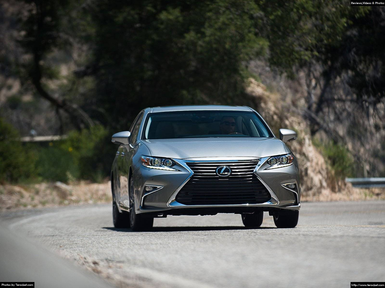 Lưới tản nhiệt, đèn pha...đặc trưng của các dòng xe Lexus