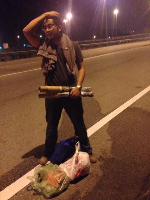 Dah La Beg Hilang, Driver Bas Tinggalkan Dia Di Tepi Highway