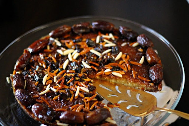 Arabic Date and Honey Cake in a serving tray Arabic Date and Honey Cake Recipe