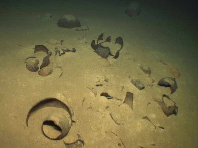Ionian shipwrecks and antiquity smuggling