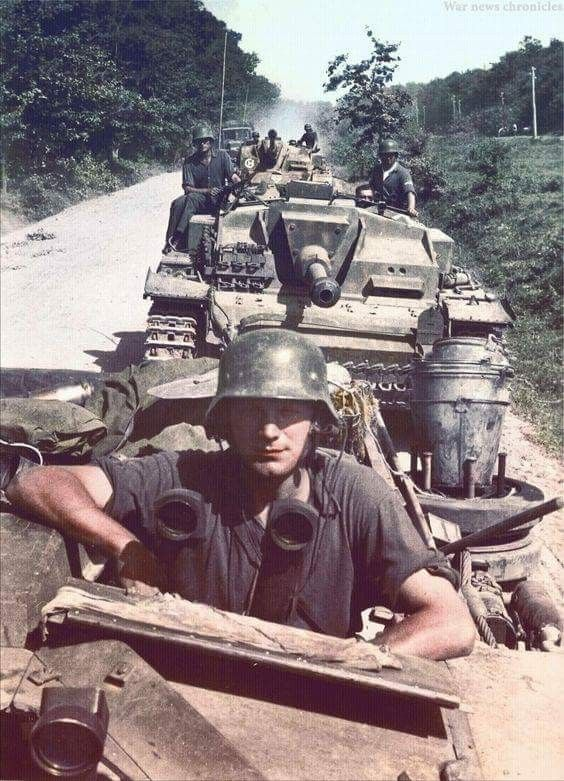 StuG IIIs color photos of World War II worldwartwo.filminspector.com