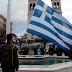 Γέμισε κόσμο η πλατεία στην υποστολή σημαίας!! Όλοι τραγουδούν τον Εθνικό Ύμνο