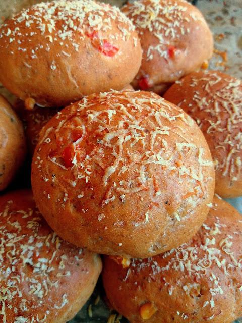Paprykowe bułeczki z parmezanem / Paprika Parmesan Buns