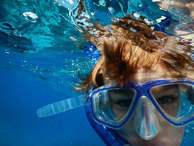 Cara Snorkeling Bagi Yang Tidak Bisa Berenang