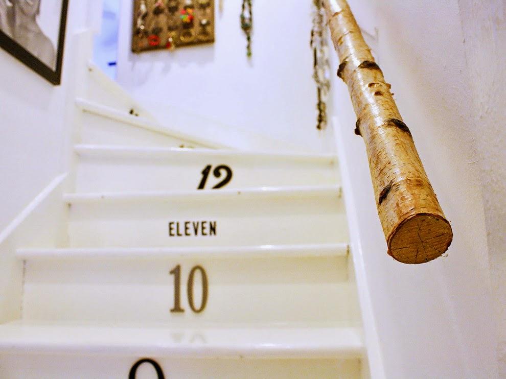 Natura w białym domku, wystrój wnętrz, wnętrza, urządzanie domu, dekoracje wnętrz, aranżacja wnętrz, inspiracje wnętrz,interior design , dom i wnętrze, aranżacja mieszkania, modne wnętrza, biała wnętrza, styl skandynawski, scandinavian style, styl rustykalny, shabby chic, retro, schody