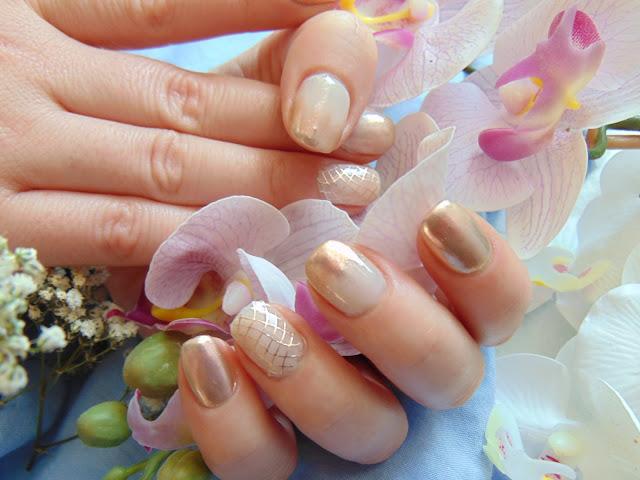 Manicure hybrydowy - Nowości od MollonPRO - Pyłek Rose Gold Glow i top No Wipe