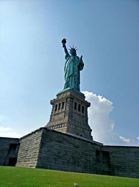 Blick auf die Freiheitsstatue auf Liberty Island in New York City!
