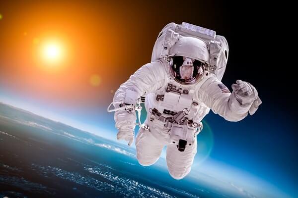 Astronot Nedir - Ne İş Yapar - Aldıkları Eğitimler Nelerdir