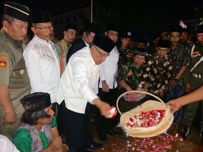 KH. Said Aqil Siraj Memimpin Tahlil Untuk Kiai Hasyim Muzadi