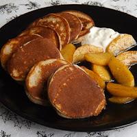 http://www.bakingsecrets.lt/2016/01/cinamono-blynai-su-karamelizuotais.html
