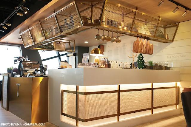 IMG 9842 - 台中南區│咖啡任務,全台最高樓層咖啡廳就在台中!隱身在商辦大樓裡的絕美夜景超療癒!