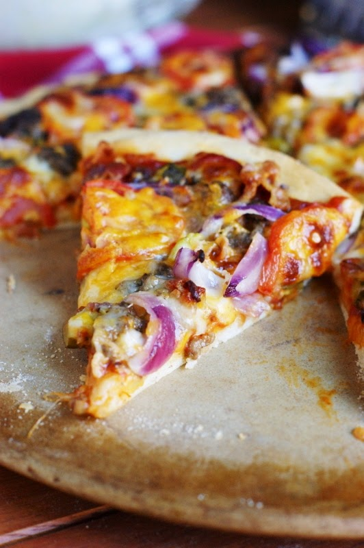 Bacon Cheeseburger Pizza   www.thekitchenismyplayground.com