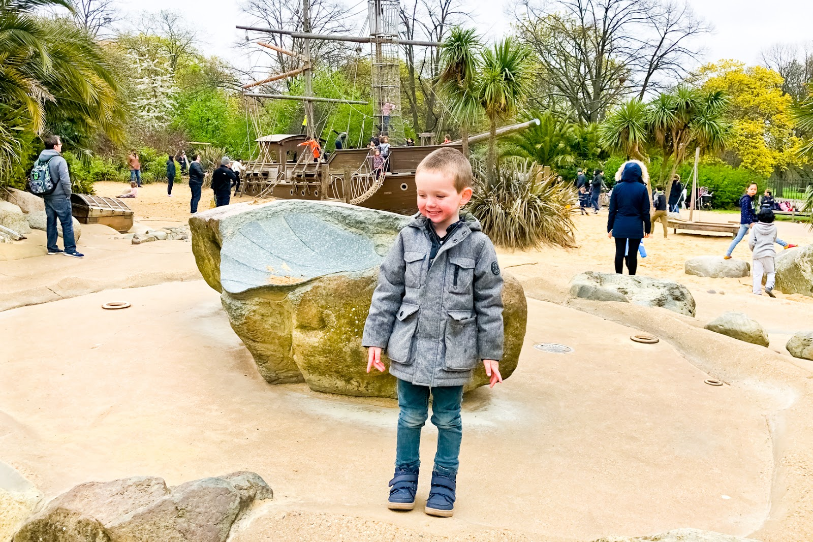 London With Keetoo, Kensington Palace, Keetoo app, Family days out London,