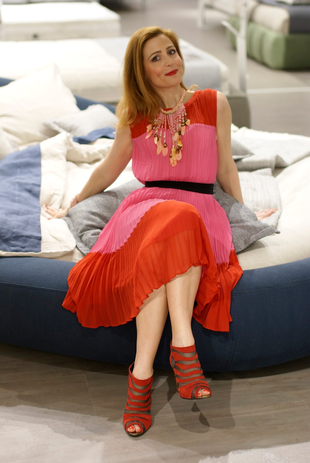 Pleated dress on a Dorelan bed on Fashion and Cookies fashion blog, fashion blogger style