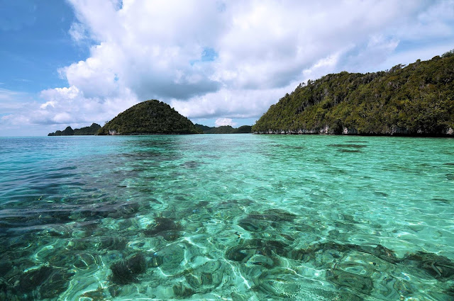 raja ampat island, wayag island, tourist attraction