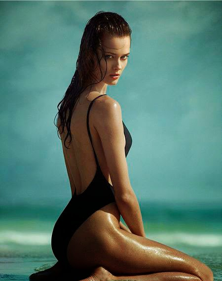 Supermodel One-Piece Swimwear Show the Ultimate Seductive Curves