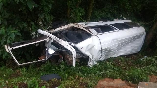 Motorista morre em acidente entre van e caminhão na PR-092