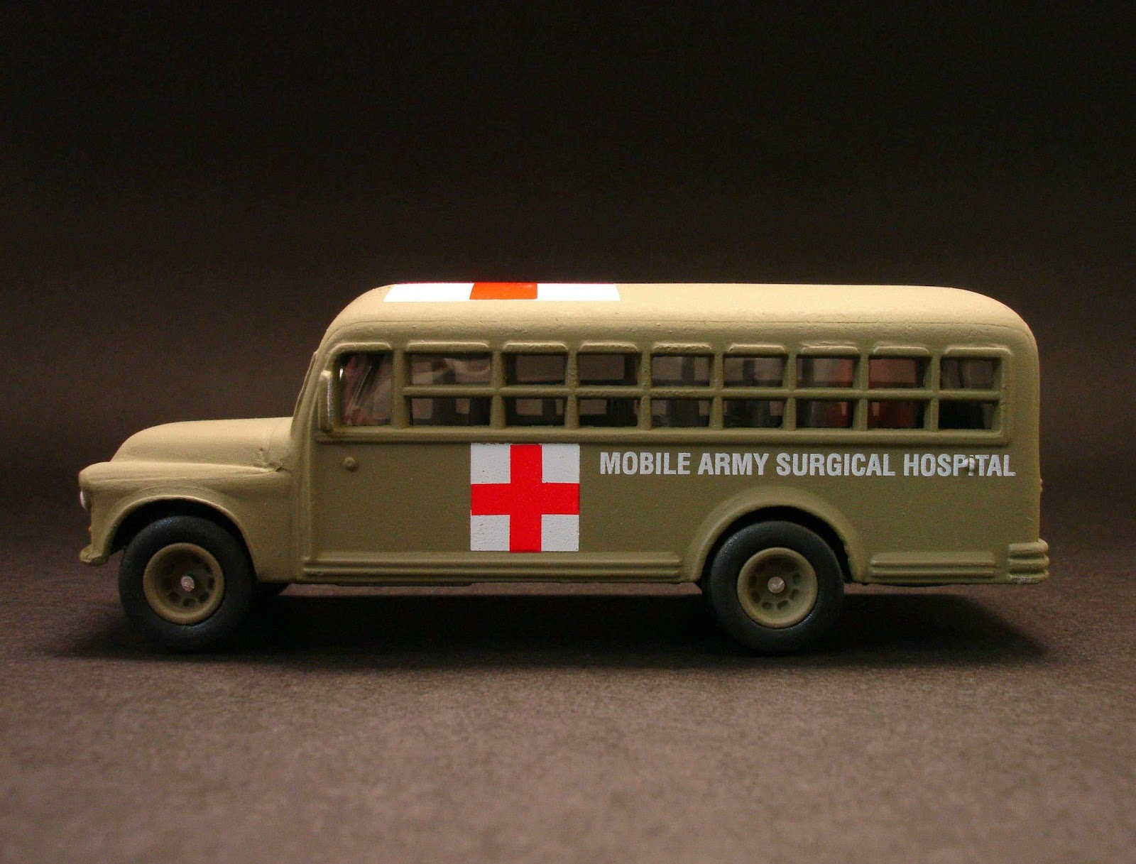 Diecast Hobbist: 1956 Chevrolet Bus - U S  Army_Mobile Army Surgical