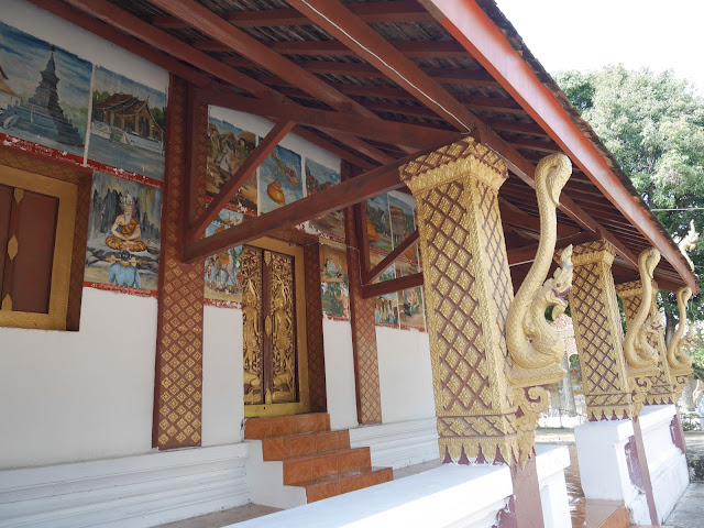 temple paintings depict storeis from the lives of the Buddha