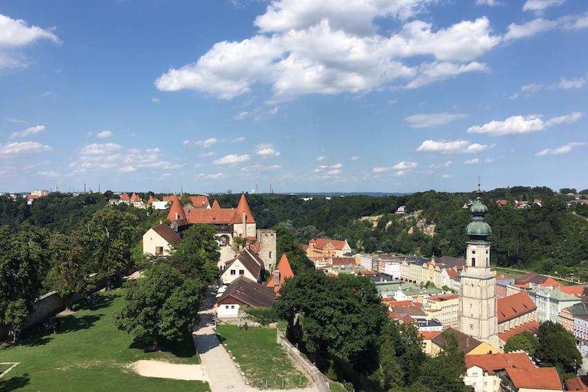 Länge der Burg 1051m