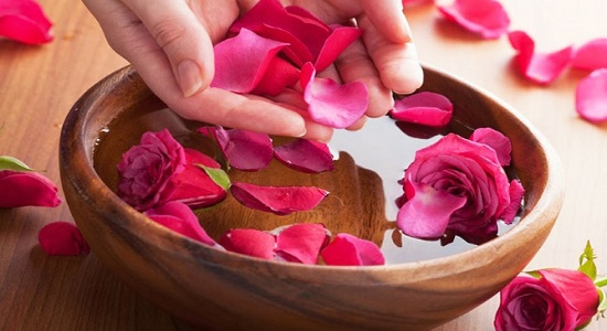beauty pic 1 - Rose Water And Its Beauty Benefits