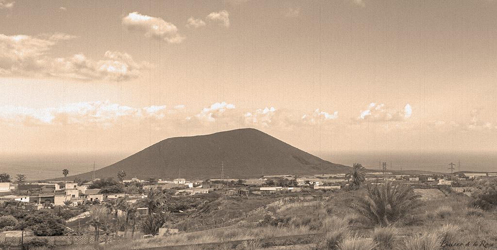 Montaña Grande o Montaña del Socorro situada en el municipio de Güímar (Tenerife)
