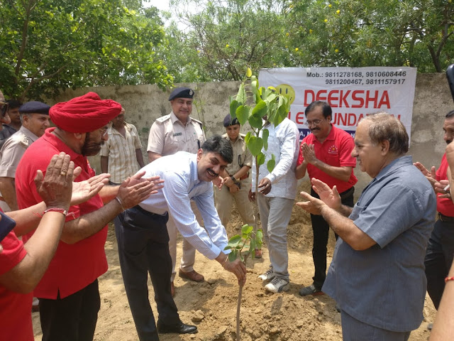 Commissioner of Police Amitabh Dhillon planted plantation in women police station for environmental protection