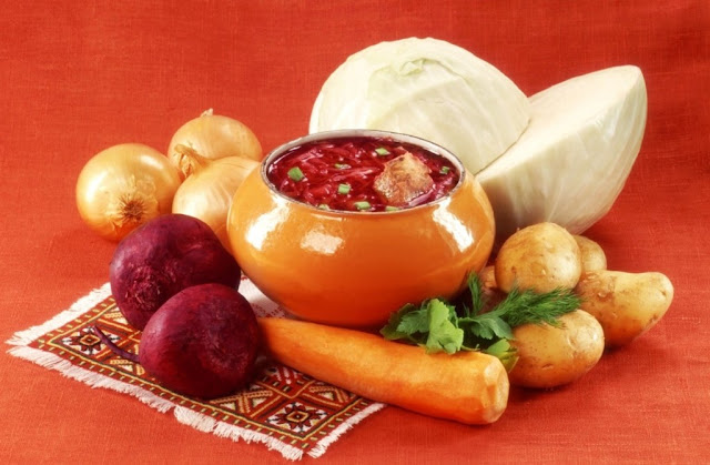 русская кухня, интересные блюда, интересное о русской кухне, что не так с русской едой, иностранцы в России, русская еда, что удивляет иностранцев в России, какие блюда непонятны иностранцам, блюда русской кухни, традиционные русские блюда, винегрет, гречневая каша с грибами, драники, кисель, курник, окрошка, пироги с капустой, селедка под шубой, щи, как угостить иностранца, http://prazdnichnymir.ru/ Блюда русской кухни, которые шокируют иностранцев, про русскую еду, интересное про русскую еду, питание в России,http://prazdnichnymir.ru/ Блюда русской кухни, которые шокируют иностранцев
