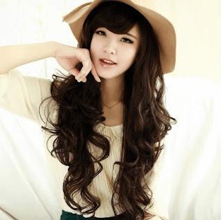 Model rambut ikal wanita yang cantik