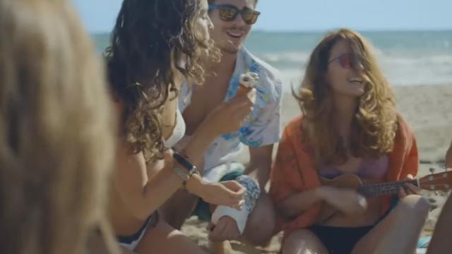 ragazza pubblicità cornetto algida 2016
