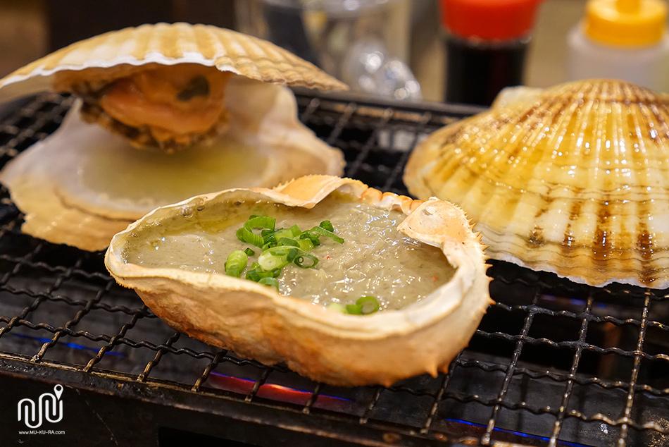 รีวิวพาชิมมันปูย่างร้าน isomaru suisan สาขาตลาด ameyoko