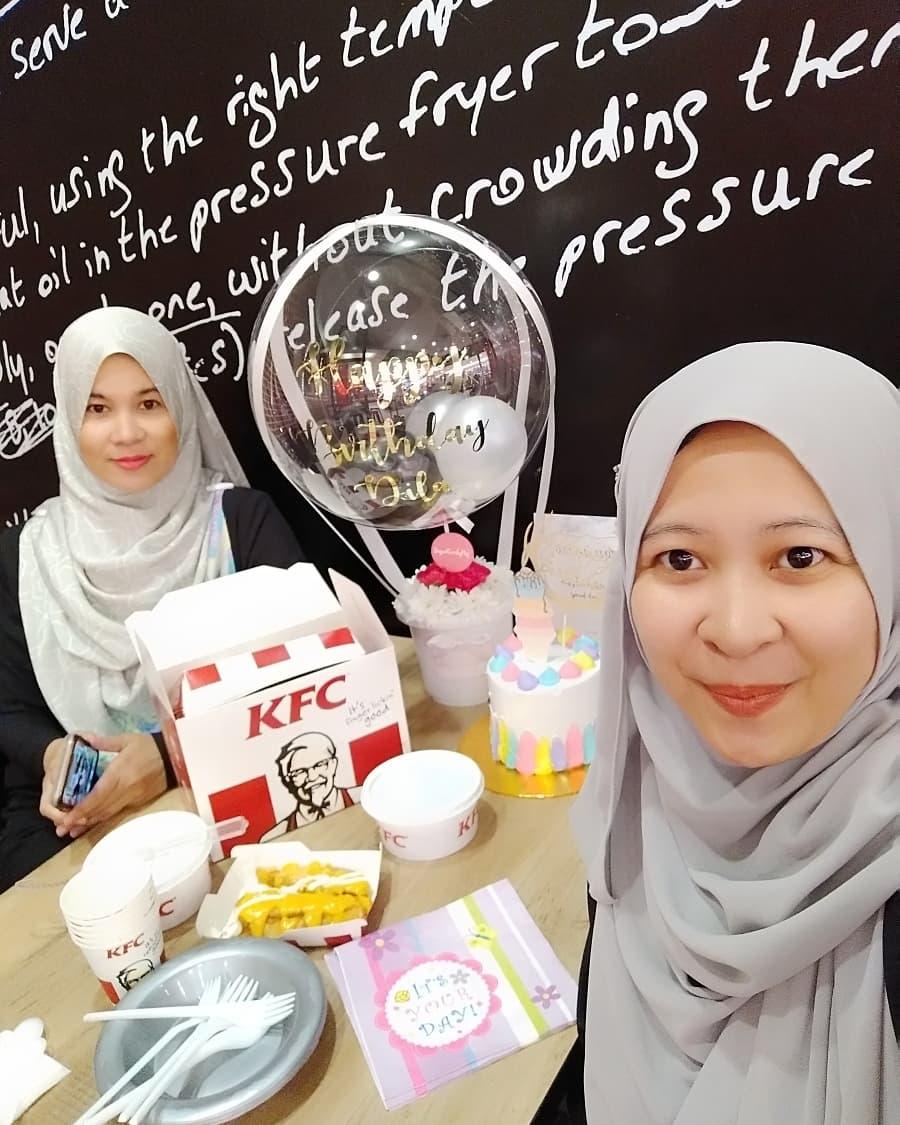My Life & My Loves ::.: Surprise Birthday TIDIL @ KFC