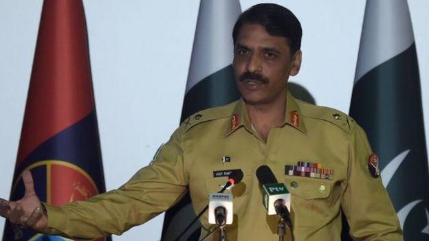 बेवकूफ पाकिस्तान ने अपने घायल पायलट को भारत का समझा, अब हो रही है जग हसाई