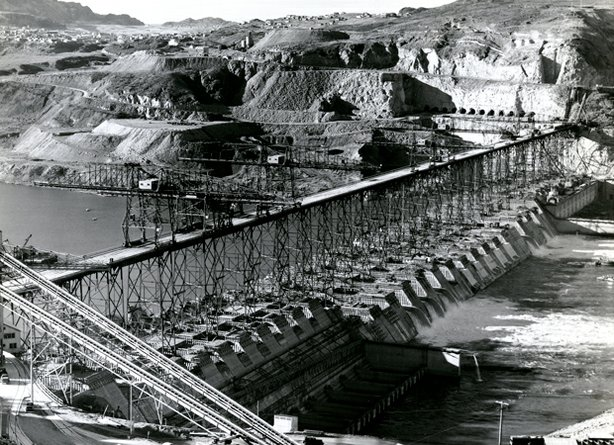 Building of Grand Coulee Dam