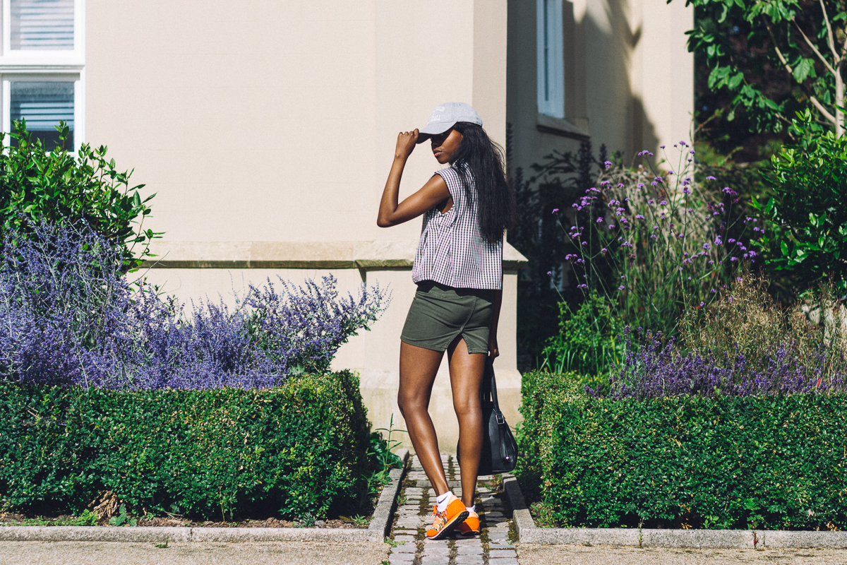 FASHION BLOGGER, FLORAL ORANGE NEW BALANCE 410, AMERICAN APPAREL SKIRT
