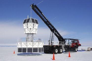 Una de las antenas de ANITA preparándose para ser desplegada